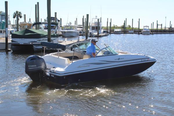 Hurricane 187 Deckboat
