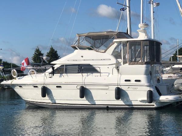 Cruisers Yachts 3750 Motoryacht Profile