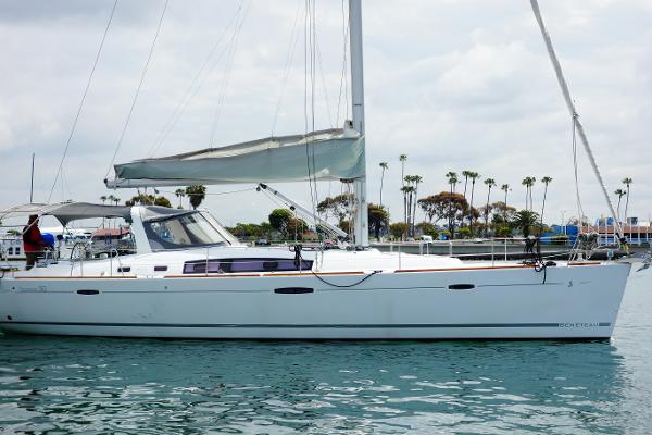 Beneteau Oceanis 50 Starboard Side