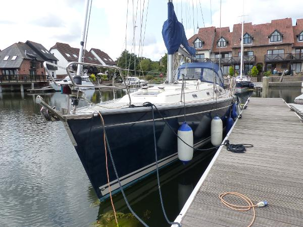 Hanse 411 Handsome ship