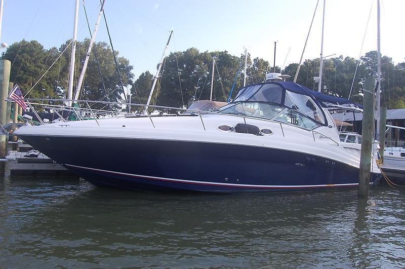 Sea Ray 340 DA port beam
