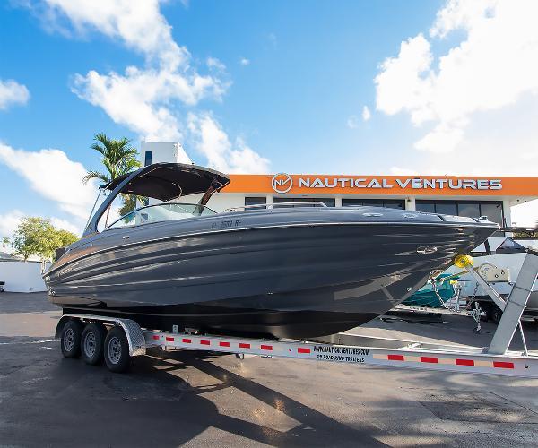 Cruisers Yachts 298 South Beach Edition