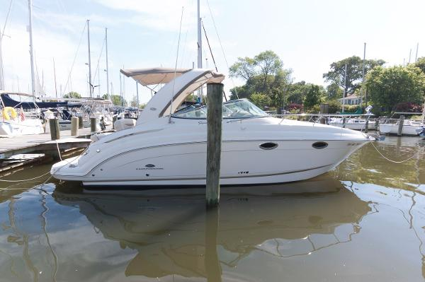 Chaparral 276 Signature Cruiser At The Dock
