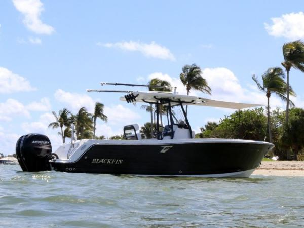 Blackfin 242CC