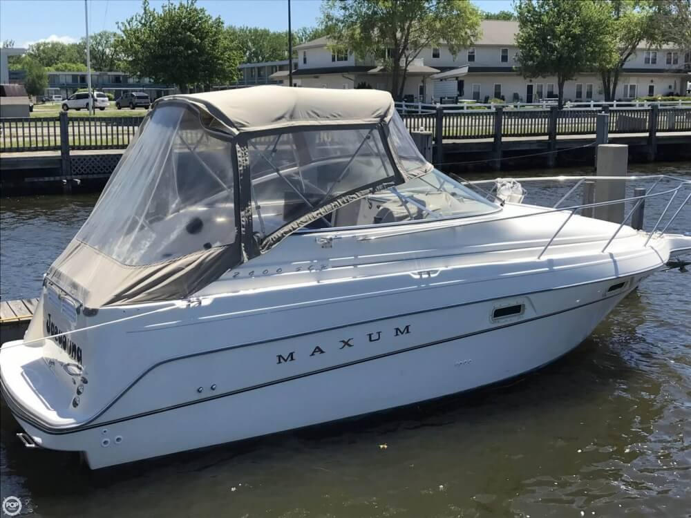Maxum 2400 SCR 1998 Maxum 25 for sale in Benton Harbor, MI