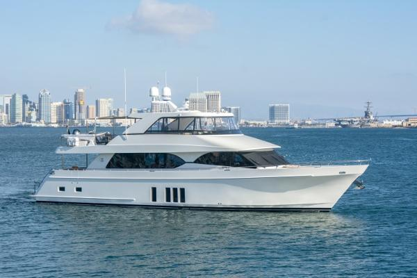 Ocean Alexander 85 Motor Yacht Starboard profile