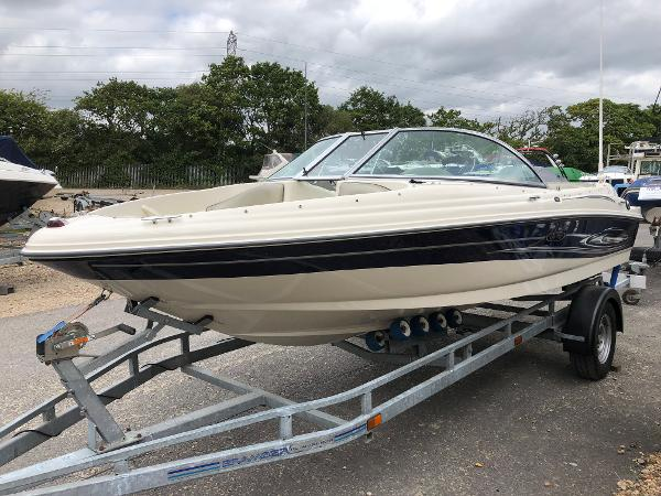 Sea Ray 180 Sport Port Bow