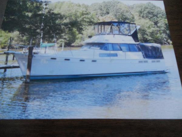 Bayliner Motor Yacht Port side profile