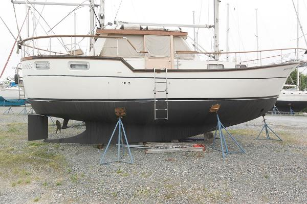 Nauticat 33 Pilothouse Profile