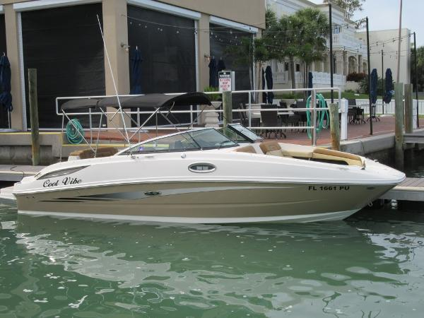 Sea Ray 260 Sundeck Starboard Side View