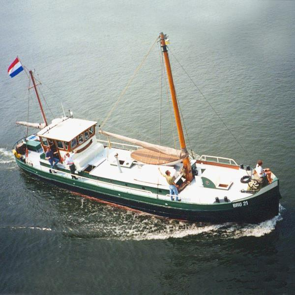 Cutter motorship, cruising