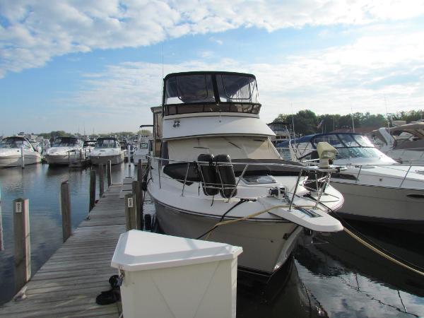 Carver 36 Aft Cabin Motoryacht Dockside