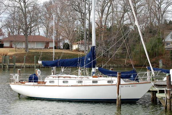 Cape Dory 33' Cutter Stb Profile