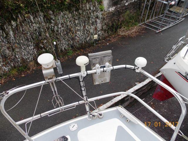 Outboard bracket & aerials