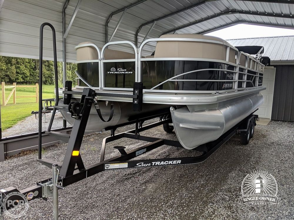 Sun Tracker Party Barge 22 DLX 2017 Sun Tracker Party Barge 22 DLX for sale in Marion, IL