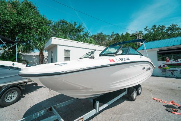Sea Ray 190 SPX Outboard