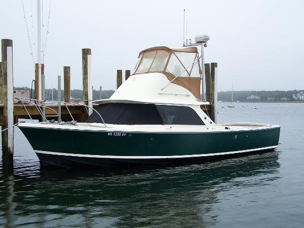 Bertram 31 Flybridge Cruiser Port View