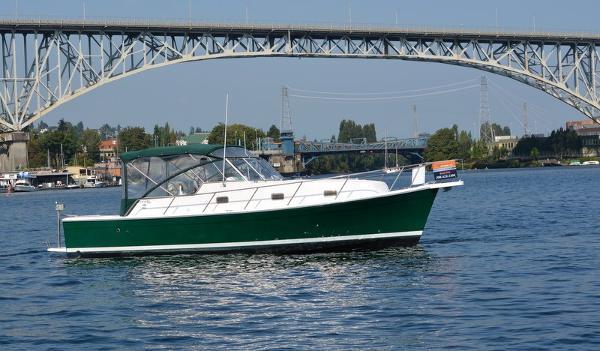 Mainship Pilot 34 Starboard