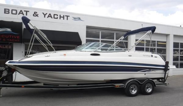Harris-Kayot S240 Deckboat
