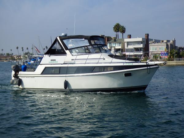 Carver 36 Mariner Starboard Side Underway