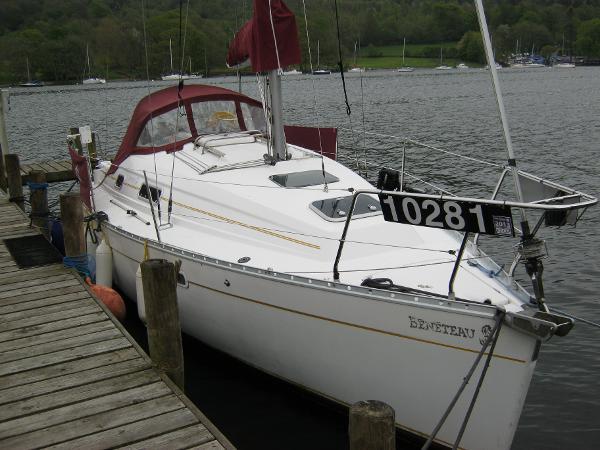Beneteau Oceanis 281 - Starboard side view