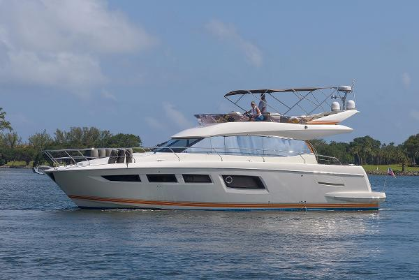 Prestige 500 Flybridge Port Side