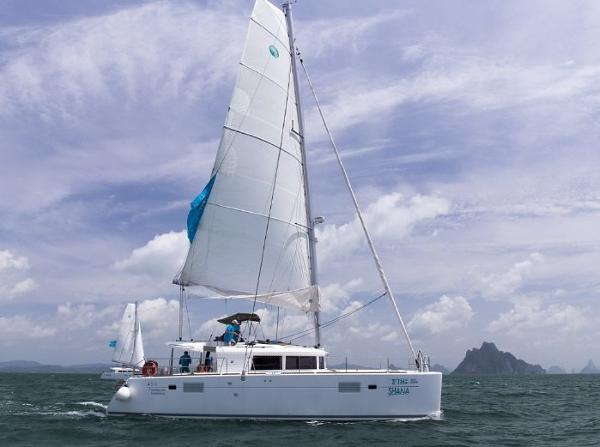 Lagoon 450 Sailing Catamaran Lagoon 450 profile