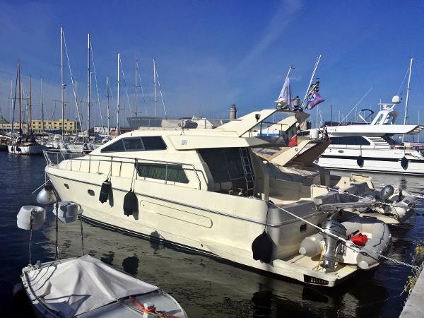 Ferretti Yachts 48