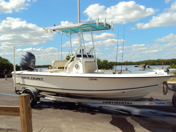 Sea Hunt Navigator 19