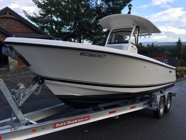 Pursuit C 260 Center Console