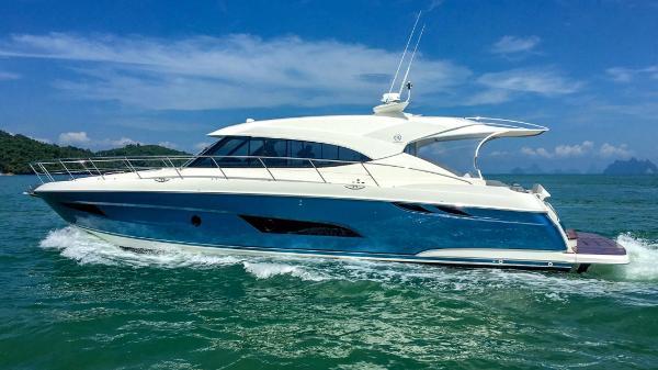 Riviera 5400 Riviera 5400 Sport Yachts