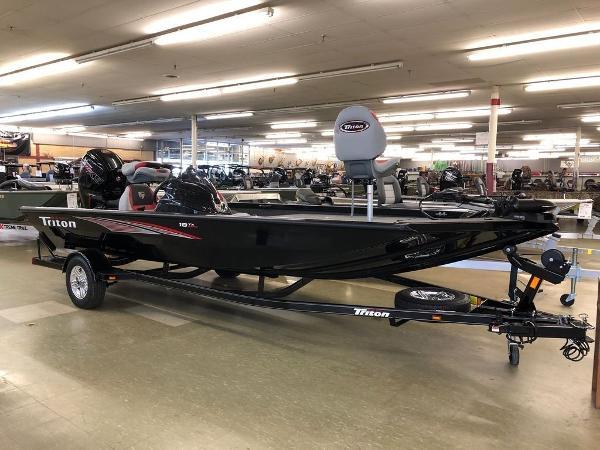 Triton Boats 18 TX