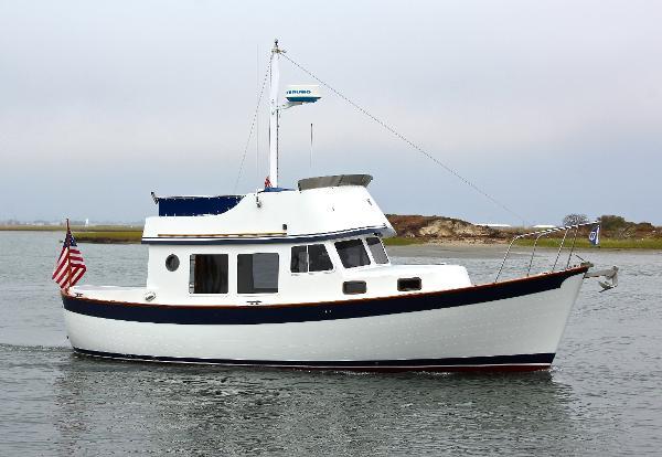 Willard Marine 30 Trawler Starboard Profile