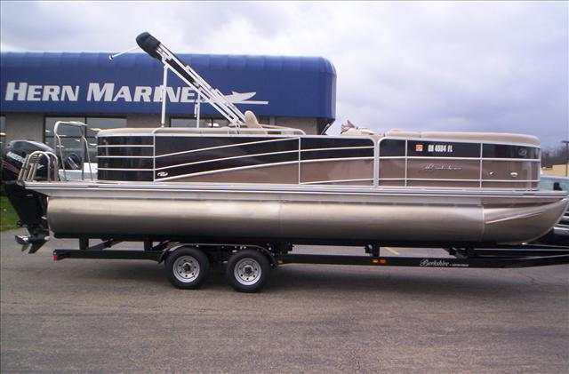 Berkshire Pontoons STS Series 250E BP3