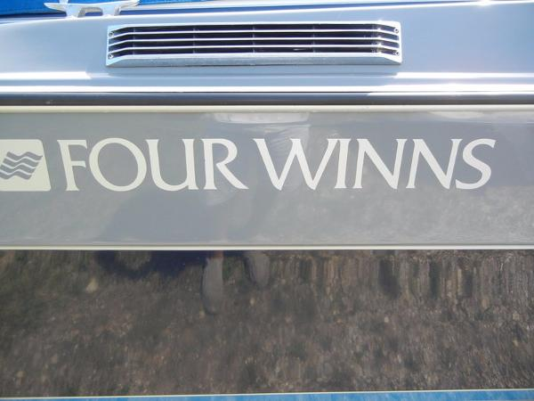 Four Winns 215 Sundowner