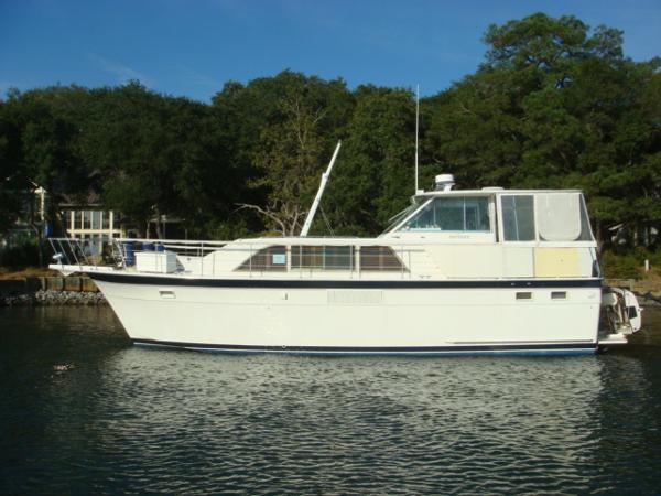 Hatteras Double Cabin Motoryacht 43' Hatteras port profile