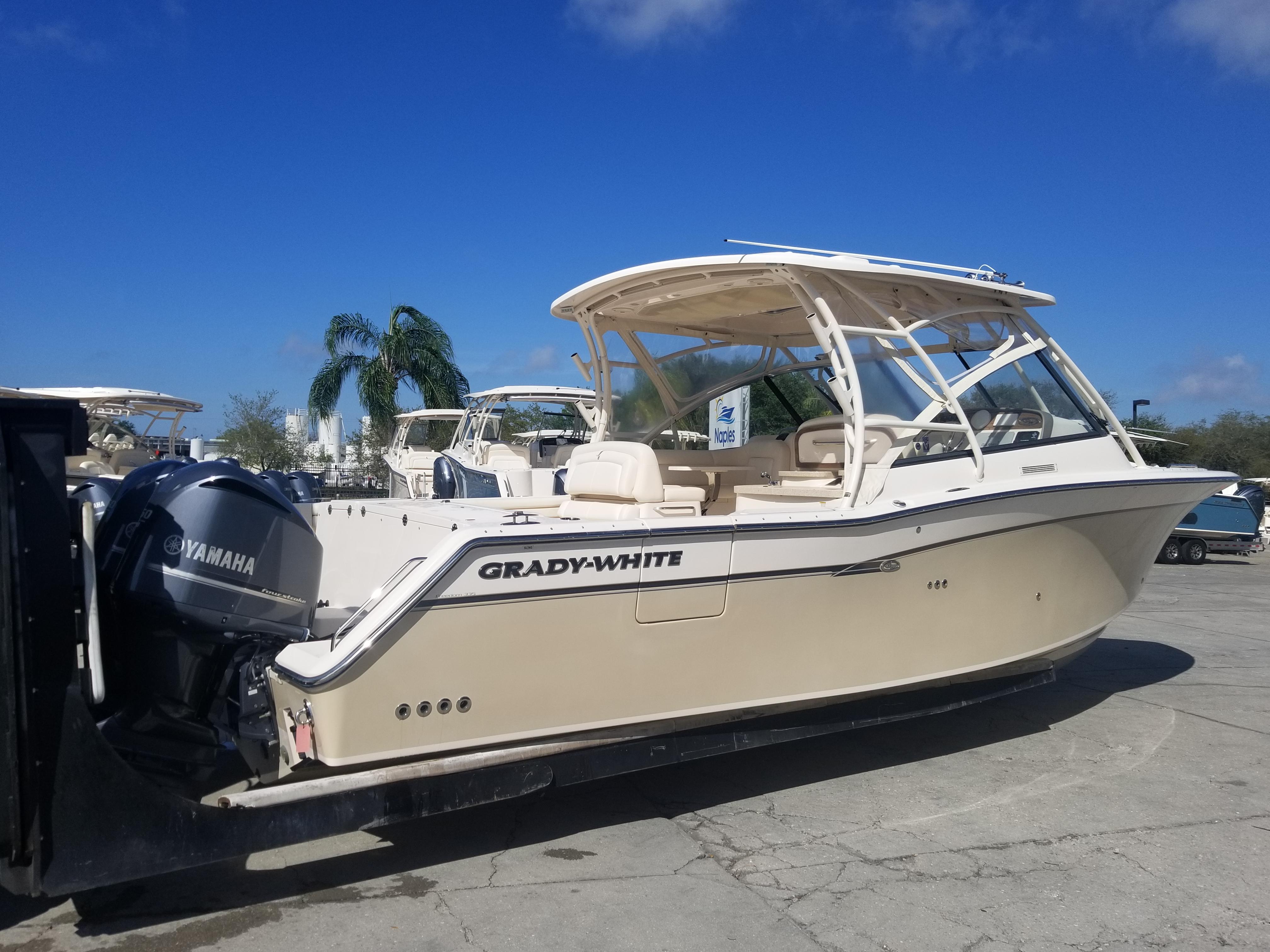 Grady-White Freedom 335 Starboard side hull profile - 335 Grady-White Freedom w/ dive door for side boarding