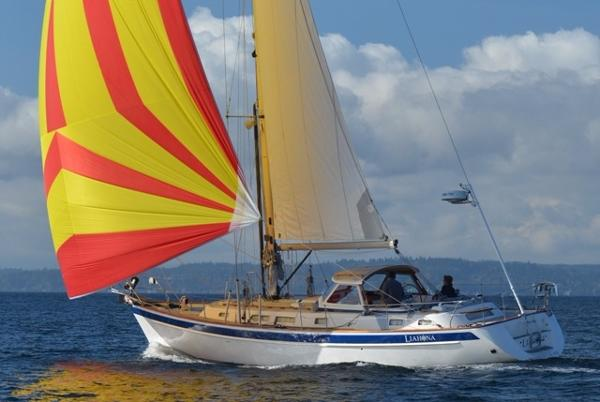 Hallberg-Rassy 43 Sailing