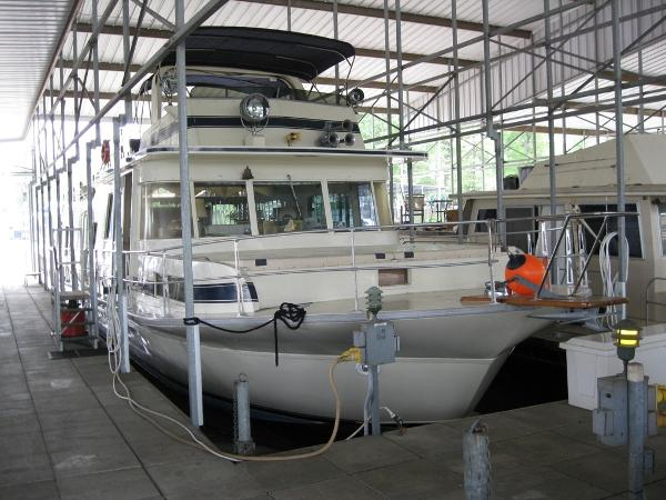 Pluckebaum MODEL 65 COASTAL YACHT HOUSEBOAT