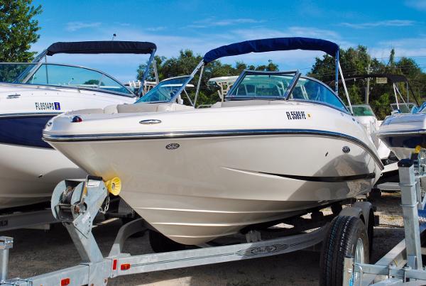 Sea Ray 210 SLX 2011-sea-ray-210-slx-bowrider-used-sea-ray-for-sale