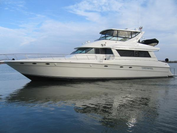 Sea Ray 650 Cockpit Motor Yacht PORT PROFILE