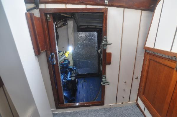 Aft cabin entry to engine room