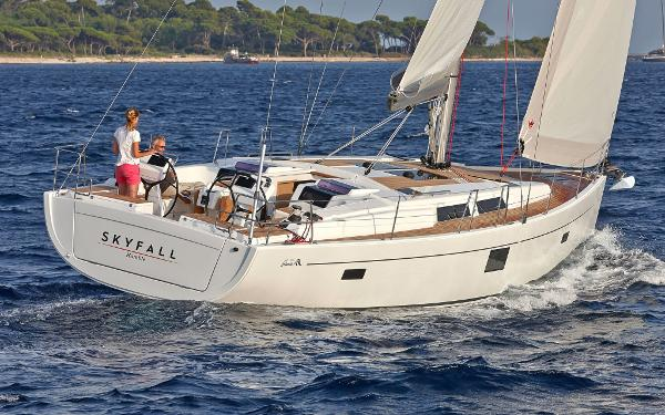 Hanse 455 455 from astern