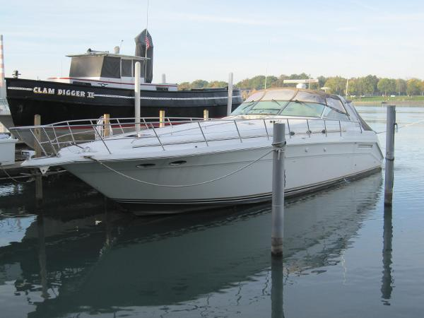 Sea Ray 500 Sundancer At Dock