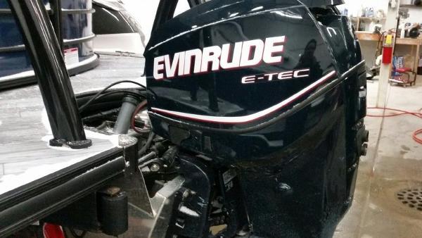Evinrude E115DPLII Engine