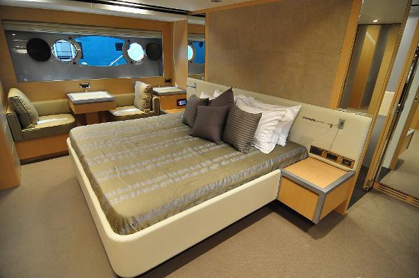 Monte Fino 76 Fly Cabin