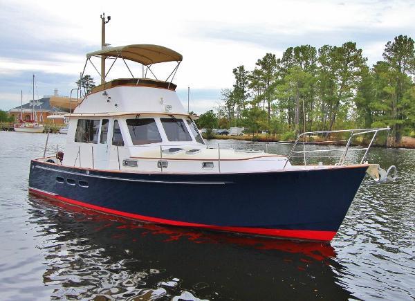 "Legacy Yachts ""40"" Sedan MAKAI"