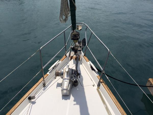 Beneteau Oceanis 50 bow