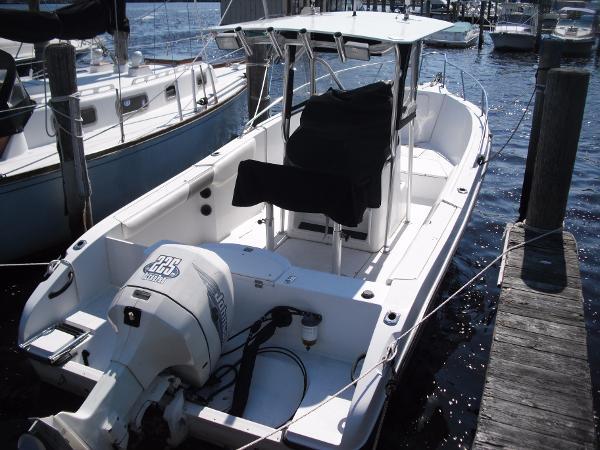 Seaswirl Striper 2300 WA Striper