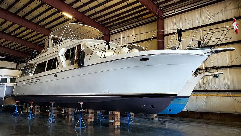 Navigator 5700 Rival Pilothouse Starboard Forward Profile